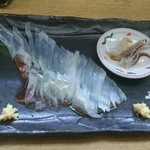 館山海の物産センター銀座船形 - イカ刺し(ゲソは動きます)