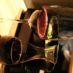 おさ亭 - 何故がよこになってしまうのですが、デキャンタワインも十分おいしくいただけれるクオリティーです