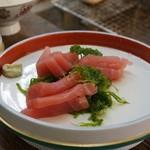 浅田水産 - マグロの刺身。ツマも美味い。
