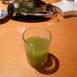 35488723 - リンゴと抹茶のジュース