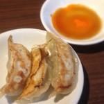 日本橋焼餃子 - ランチだと餃子3個で50円だって