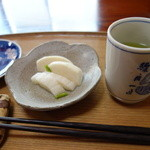35492483 - 漬け物とお茶