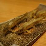 酒庵 田なか - ワカサギの天ぷら・・躍動感溢れる揚げ方に感動、ヒレを起てて揚げるんだとか。