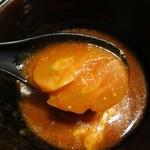つけ麺 らーめん 春樹 - ・「トマトチーズつけ麺(\830)」のつけ汁トッピング。