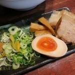 つけ麺 らーめん 春樹 - ・「トマトチーズつけ麺(\830)」の別皿トッピング。