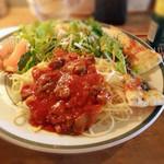 ホットポット - スパゲッティトマトソース。