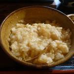 すきやきしゃぶしゃぶ 神戸牛石田 - 残ったとろろをご飯にかけていただきました。