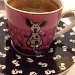 カーザ ヴィニタリア - エスプレッソのカップはなぜかとてもポップ