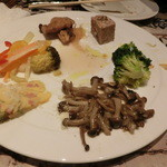 35501354 - 撮影前に少し食べちゃった、、、前菜6種盛り合わせ(2人分)1000円