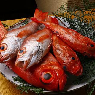 極上の味わいを。主人の確かな目で選び抜いた新鮮な魚介類♪