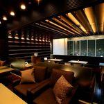 Blue'dge - 内観写真:ミッドランドスクエア41階の名古屋の夜景が一望できる。ソファーでくつろぐ事もできます。