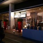 Amelie Cafe - 夜の外観