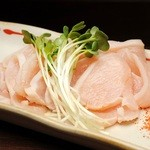 SUNTAKA - しっとりとした食感と香ばしいさが自慢の『ムネ肉スモーク』