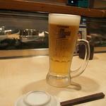 宝寿司 - まずは生ビール!