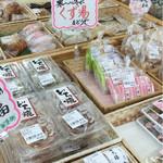 掛川さすが市 - 料理写真:掛川市内の色々なお店のスイーツやお惣菜などが揃ってます