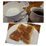35516690 - ◆珈琲ジャムトーストとカフェオレのセット(972円)                       カフェオレは「ミルク」と「コーヒー」が別々に出されます。                       量もタップリで美味しいカフェオレだとか。                       珈琲ジャムは少し甘めでしょうか。