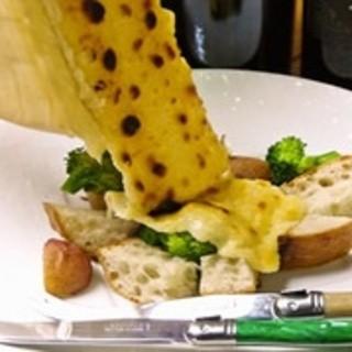 【オススメ】ラクレットチーズがけ有機野菜とバケット