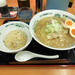 日高屋 - 料理写真:...期間限定「肉そば半チャーハンセット(790円)」、スープの色が見本と違うぞ???