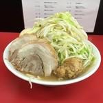 35527592 - ラーメン並+味玉、豚(ヤサイ、ニンニク、肉玉)