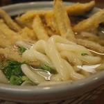 吉屋うどん - スープも主張し過ぎずバランス良く 麺がまた太くてもっちり 最後までいい感じで