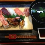 すし広 - 料理写真:並にぎり定食 1000円 並にぎり・吸い物