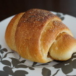 ベーカリーファクトリー - 塩味きいたクロワッサン風のパン