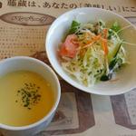 35532142 - ランチのサラダとポタージュスープ