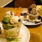 Cafe&Bar MarshMallow - Coffeeアフォガート、Macchaアフォガート