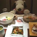 和泉荘 - 料理写真:夜は、宿泊先の『和泉荘(Izumi-so)』に・・・  お楽しみの晩ご飯はすごいごちそうだったよ~ どれもとても美味しかったけど、 特に〆に出てきた釜飯がすごく上品なお味で良かったです!
