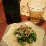 35545392 - ハートランド中瓶+菜の花と浅蜊の煮浸し
