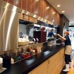 Yudetarou - 厨房カウンターの様子。