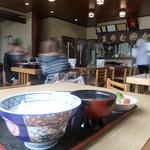 きそば 札幌 小がね - 店内 お昼時、活気ありました♪
