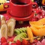 RESTAURANT BAR CHESS - 旬の果物でチョコフォンデュ