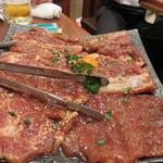 東大門 - 豚カルビ。肉質が良い上に、味が濃すぎなくて美味しいです。