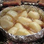 東大門 - ニンニクのオイル焼き。これも焼肉と一緒に包んで食べると美味しいです。