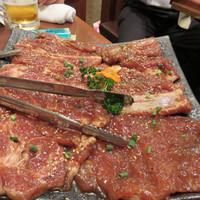 東大門-豚カルビ。肉質が良い上に、味が濃すぎなくて美味しいです。