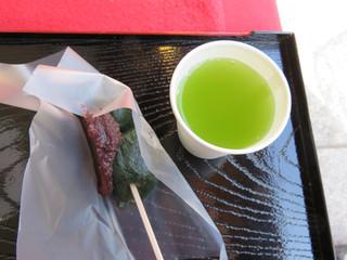 吉野家 - 観光で葛飾柴又を訪れました。 名物の食べ物・土産と言えば、草団子です。