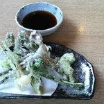 キ更 - 料理写真:山菜天ぷら600円