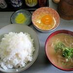 だるま食堂 - 玉子かけご飯と豚汁(小)320円