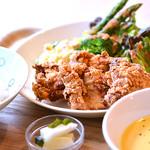淡路鶏のクリスピーフライ 南あわじの旬野菜添え