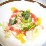 3557620 - 小海老と香草野菜の取り合わせ 苺ソース カメリア風