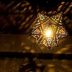アグーラ - オリエンタルな照明が可愛いらしい。
