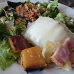 35572405 - 白菜とベーコンのミルフィーユ、皮カリカリで甘いさつまいも、オクラにトッピングも楽しいサラダ