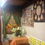 神戸マハル - 店内にはインドの神様がたくさんいます。