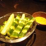 油屋黒松 鳴龍の間 - 秘伝の味噌マヨきゅうり 480円