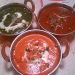 ASOKA - セットのカレー三種類 左からほうれん草チキン、エビ、マトン