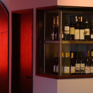自然派ワインを中心に取り揃えております