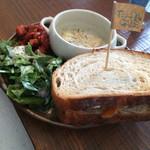 ティーダ カフェ - 天然酵母ライ麦サンド&豆乳クリームスープランチ