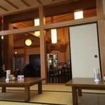 清吉そばや - 座卓からテーブル席方向