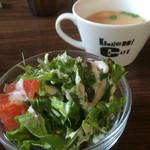 コマイチ アンド カフェ - ランチセットのサラダとスープ